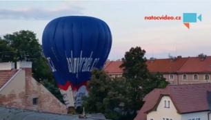 JEJDA! Horkovzdušné balony na zemi! Asi se někde stala chyba!