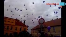 ČESKÉ NEBE zaplnila přání Ježíškovi..děti vypustily fialové balonky!