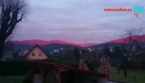 VIDEO DNE: Slunce pokrylo krajinu červeným odstínem