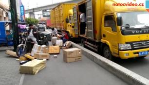 VIDEO DNE: Pošťáci v Číně se toho nebojí! Zvažujete stále dovoz noťasu?