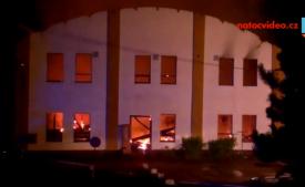 Požár v Kralupech nad Vltavou zasáhl bývalou dýhárnu!