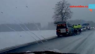 SNÍH ZASYPAL ČESKO, kalamita příčinou dopravních nehod!