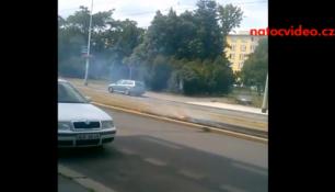 Z tramvajových kolejí šlehaly plameny! Kubánské náměstí v Praze!