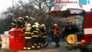 ELEKTROODPAD CÍLEM ZLODĚJŮ! Lapku vyprošťovala desítka hasičů!