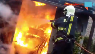 ZÁSAH HASIČŮ ZBLÍZKA! Exkluzivní záběry přímo ze zásahu u požáru kůlny!