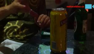 VIDEO DNE: Pohybuje s plechovkou silou vůle! Podle vás trik?