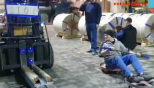 VIDEO DNE: Závodník lapen policistou! PŘÍMO PŘI SOUTĚŽI!