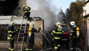 OZVAL SE VÝBUCH! Požár autodílny na Žižkově přivolal 3 jednotky hasičů!
