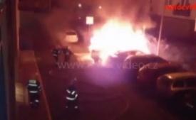 NATOCVIDEO.CZ: Auto skončilo v plamenech. BMW lehlo popelem