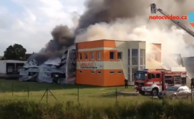 VIDEO: Požár v Plzni Liticích zachvátil sklad výčepní techniky