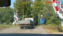 ŠÍLENSTVÍ NA PŘEJEZDECH POKRAČUJE! Tyto řidiče červená nezastavila!
