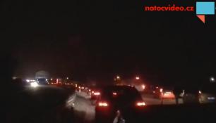 Nehoda dvou osobních aut a kamionu uzavřela komunikaci z Liberce!