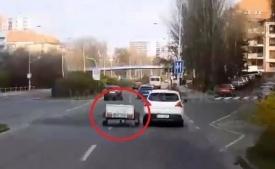 VIDEO: Vozík se urval z koule. Řítil se sám po Pražském okruhu